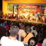 Varias agrupaciones musicales se adueñaron del escenario para imprimir más colorido a la fiesta de la juventud revolucionaria.