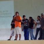 David Díaz de la Comuna Ataroa junto a jóvenes de la misma comunidad compartiendo sus experiencias