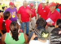 Mano a mano, casa por casa, los candidatos del PSUV caminaron por el sector Rómulo de Caicara del Orinoco en compañía del Alcalde Milthon Tovar.