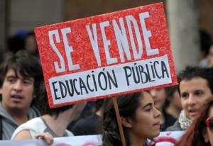 http://juventud.psuv.org.ve/wp-content/uploads/2011/05/Estudiante-en-chile3-300x206.jpg