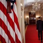 barack-obama-camina-por-un-pasillo-de-la-casa-blanca-tras-anunciar-la-muerte-de-bin-laden