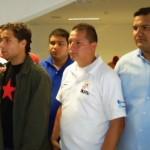 A la derecha de camisa azul, Renny Rojas acompañado por otros miembros del equipo regional de la Juventud del PSUV.
