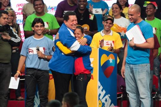 Chávez-con-los-jóvenes-1
