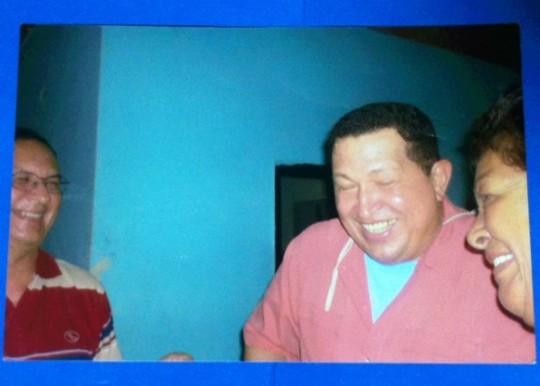 Momento en que Hugo Chávez le cuenta sobre sus morrocoyas a Rafaela de Guedes