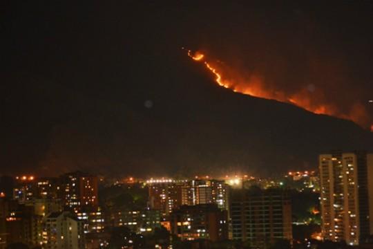Incendio-en-el-Avila