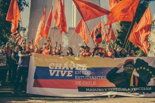 Los estudiantes chilenos con Chavez