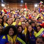 Nicolás-Maduro-y-atletas-venezolanos