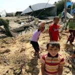 ninos-palestinos-en-uno-de-los-puntos-bombardeados-de-la-franja-de-gaza.jpg_1718483346