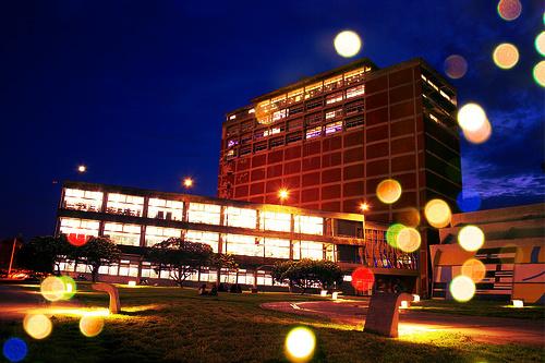 Fachada-de-la-Biblioteca-Central-de-la-UCV
