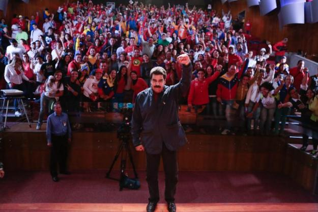 Nicolás-Maduro33