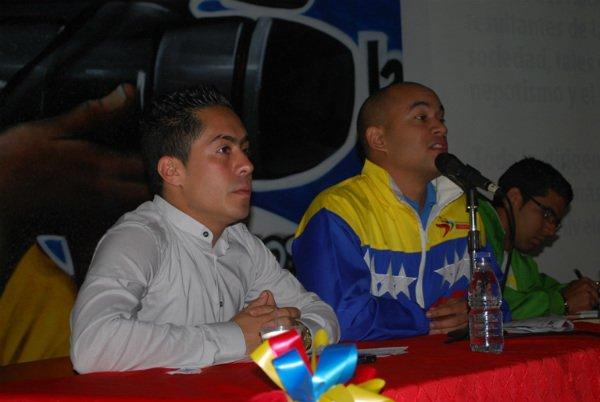 robert_serra_junto_a_hctor_rodrguez