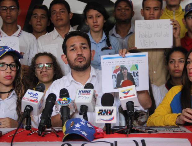francisco-velasquez-gago-Juventud-del-PSUV-rechaz--actos-violentos-en-las-adyacencias-de-la-UCAT