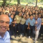 jóvenes-mirandinos-con-Héctor-768x578